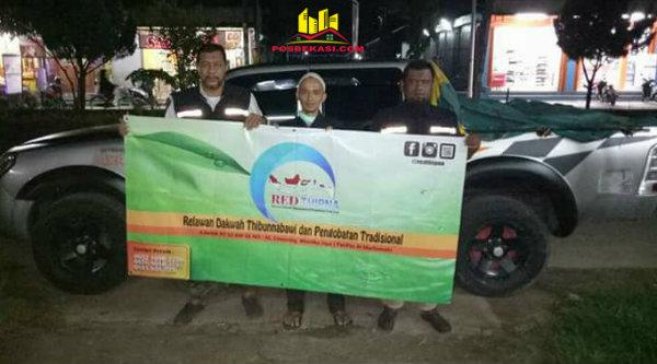 Tim Redtipna relawan RSHD yang membantu korban banjir Kuningan.[IST]