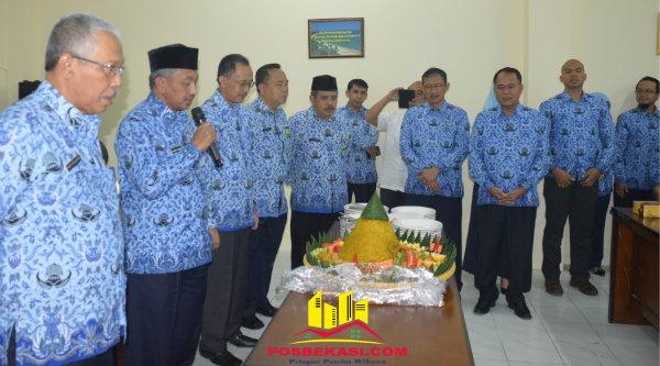 Wakil Walikota Bekasi H Ahmad Syaikhu pada syukuran khatmil Al Quran di Kantor Inspektorat Jalan Rawa Tembaga, Selasa 17 Januari 2017.[ISH]