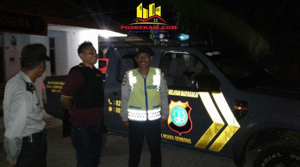 Polsek Muara Gembong melakukan patroli mobile malam hari.[OJI]