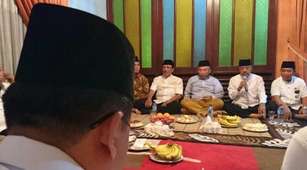 Walikota Bekasi Rahmat Effendi bertemu tokoh dan alim ulama se-Kecamatan Pondok Gede, Rabu 25 Januari 2017.[BEN]