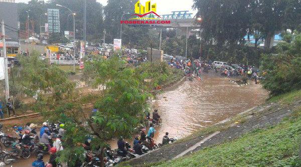 Banjir di Kalimalang Kota Bekasi.[SOF]