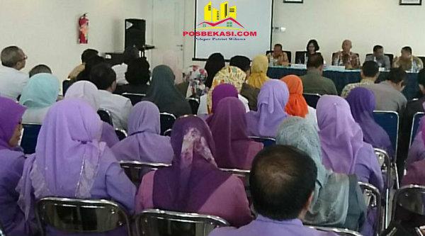 Walikota Bekasi Dr Rahmat Effendi menggelar coffee morning bersama jajaran RSUD dr.Chasbullah MA di Aula RSUD Kota Bekasi, Selasa 14 Februari 2017.[BEN]