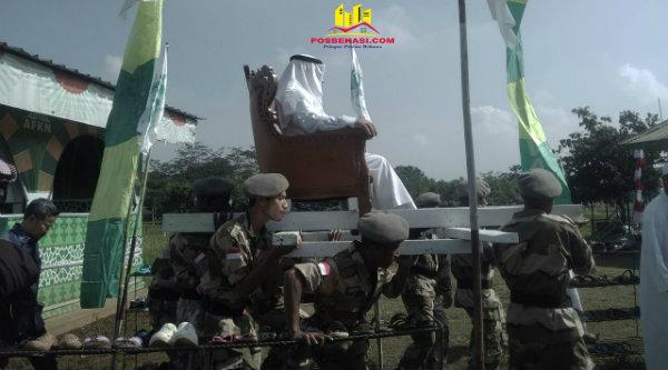 Dubes Arab Saudi Osama bin Mohammed Abdullah Al Shuaibi duduk ditanduk santri untuk memasuki Ponpes Nuu-Waar.[MIN]