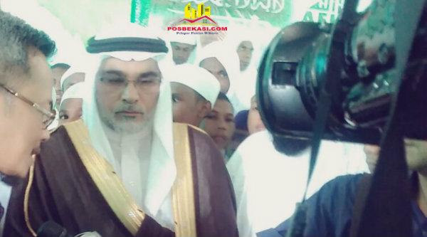 Dubes Arab Saudi Osama bin Mohammed Abdullah Al Shuaibi saat diwancara wartawan.[MIN]