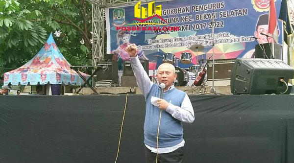 Walikota Bekasi, Rahmat Effendi, menjadi Golden Motivator Speaker pada pelantikan Pengurus Karang Taruna Kecamatan Bekasi Selatan, Sabtu 18 Februari 2017.[BEN]