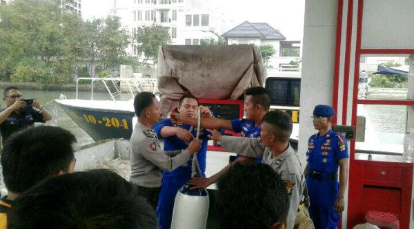 Pelatihan operasional speed boat Kamtibmas anggota Polsek Muara Gembong, di Marina Ancol, Kamis 2 Pebuari 2017.[MIN]
