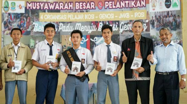 Wakil Walikota Bekasi Ahmad Syaikhu saat menghadiri musyawarah besar dan pelantikan 4 Orpel Kota Bekasi, di SMAN 1 Kota Bekasi, Minggu 26 Februari 2017.[ISH]