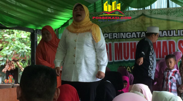 Calon Bupati Bekasi Hj Neneng Hasanah Yasin hadiri Maulid Nabi Muhammad SAW di Desa Taman Rahayu, Kamis 2 Pebuari 2017.[OJI]