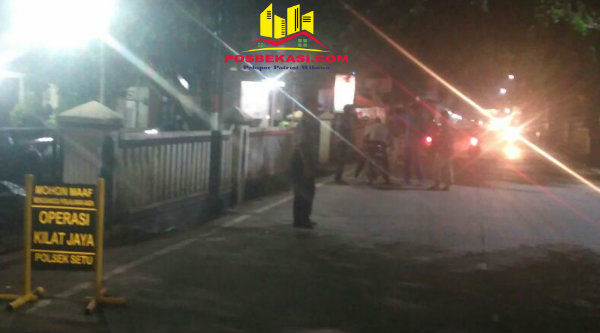 Operasi Kilat Jaya yang digelar Polsek Setu di sepanjang Jalan Raya Letjen R Suprapto, Kecamatan Setu, Minggu 19 Februari 2017 dinihari.[RAD]