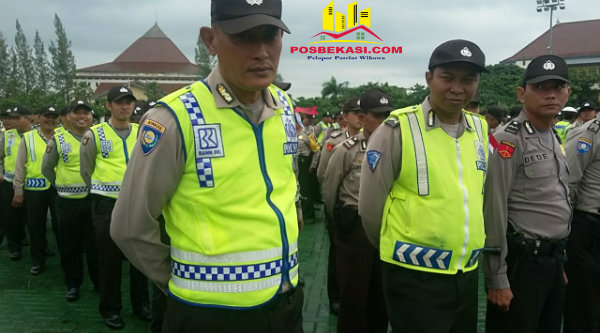Pasukan PAM TPS Pilkada Bekasi 2017 di Lapangan Plasa Pemda Bekasi, Jumat 10 Februari 2017.[MET]