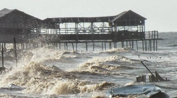 Pantai pesisir Karawang rusak akibat abrasi.[IST]