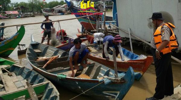 Waka Polsek Muara Gembong, Iptu Rusbrata, motivasi nelayan Desa Muara Bendera, Sabtu 25 Februari 2017.[OJI]