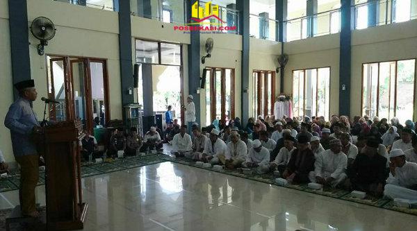 Walikota Bekasi Rahmat Effendi pada peringatan Maulid Nabi Muhammad SAW di Masjid Jami' Ar-Rauddah, Minggu 26 Februari 2017.[ISH]
