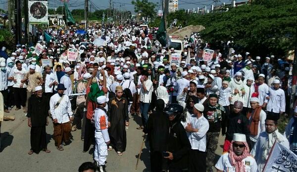 Aksi demo massa MSUIB menolak pembangunan Gereja di Kali Abang.[IST]