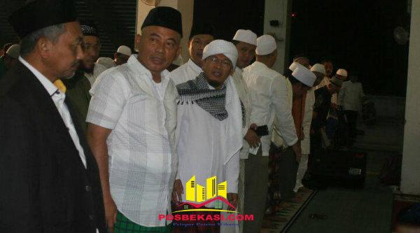 Wakil Walikota Bekasi Ahmad Syaikhu, Walikota Bekasi Rahmat Effendi dan AA Gym pada acara Bekasi Mengaji, di Islamic Center, Minggu 5 Maret 2017.[ISH]