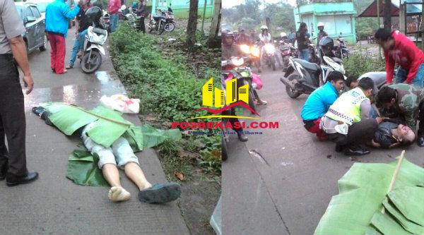 Ramdhani tewas megalami pecah kepala dan Dheny megalami luka patah akibat korban tabrak lari dekat kandang monyet, Kampung Serang, Setu, tengah dievakuasi oleh Petuga Kecelakaan Lalulintas Polsek Setu, 8 Maret 2017.[RAD]