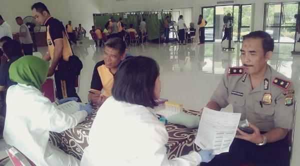 Kasubag Humas Polrestro Bekasi, Kompol Kunto Bagus, saat melakukan Rikkesla di Gedung Promoter Polrestro Bekasi, Senin 6 Maret 2017.[HSB]