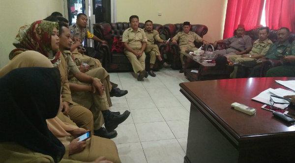 Rapat koordinasi UN SMA dan sederajat diikuti anggota Polsek Setu untuk memberi pengamanan selama UN berlangsung.[MIN]