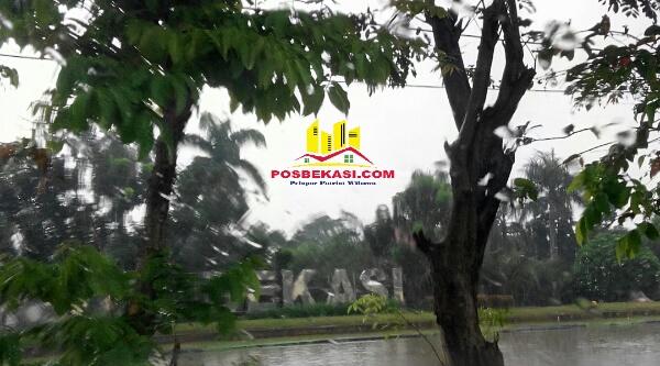 Air Kali Malang mulai tinggi akibat hujan mengguyur pada Minggu 16 April 2017.[RAD]