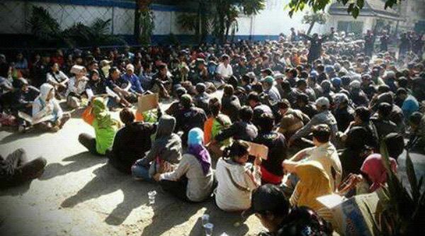 Aksi demo ratusan karyawan PT Subur Djaja Teguh beberapa waktu lalu sampai kini tidak pernah diberi pesangon perusahaan panci tersebut.[IST]