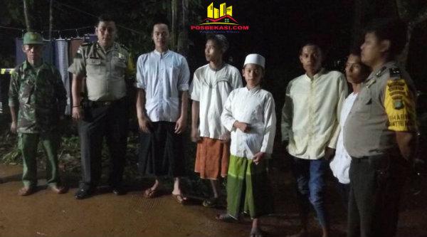 Bripka Dery Luvi menghadiri Tabligh Akbar di Musholla Miftahul Khoir, Kampung Awirarangan, Selasa 11 April 2017 malam.[MIN]