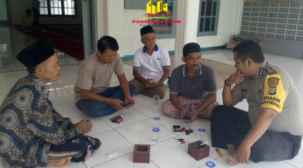Bhabin Kamtibmas Desa Taman Sari Bripka Deri Luvi sampikan Kamtibmas pada kegiatan suling.[MIN]