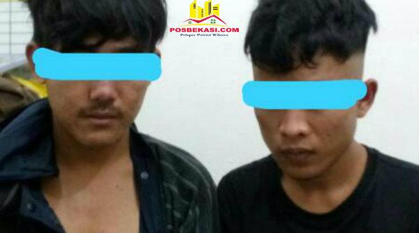 Dua tersangka pengedar ganja asal Karawang ditangkap Polsek Ciktim.[IST]