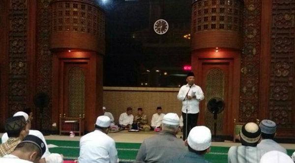 Walikota Bekasi, Rahmat Effendi, pada peringatan Isra Mi'raj di Masjid Agung Al Barkah Kota Bekasi, Selasa 25 April 2017.[ISH]