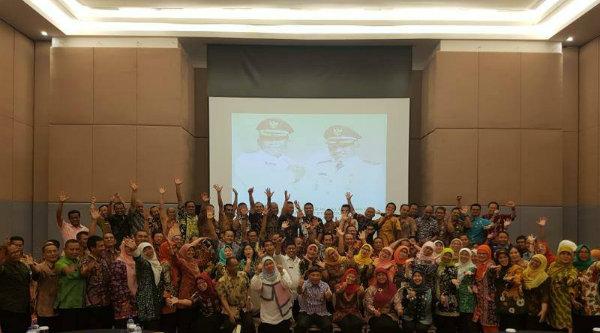 Walikota Bekasi, Rahmat Effendi, saat membuka pembinaan pejabat struktural esselon IIIb untuk reposisi pejabat ASN dilingkungan Pemko Bekasi, Kamis 13 April 2017.[ISH]