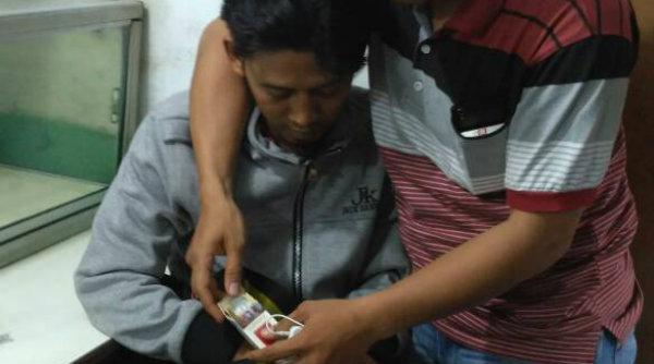 MS ditangkap Polsek Tambun kedapatan menyimpan 4 linting ganja dalam bungkus rokoknya.[OJI]