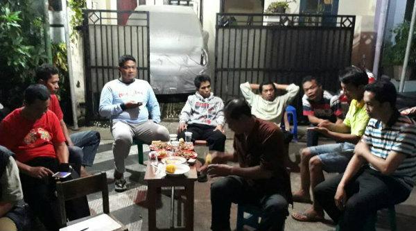 Musyawarah warga RT007/013 aklamasi melanjutkan periode kedua Ketua RT007, Sabtu 6 Mei 2017 malam.[RAD]