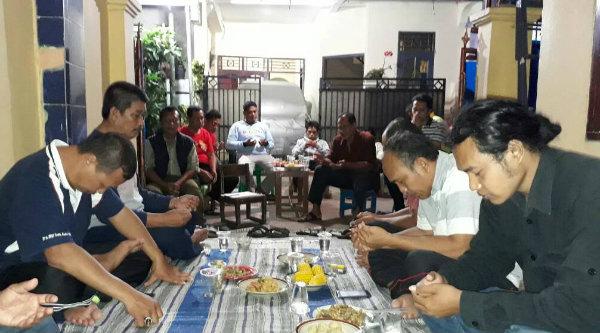 Doa dan syukuran musyawarah warga yang mengukuhkan Ketua RT007 untuk melanjutkan periode masa bakti 2017-2020.[RAD]