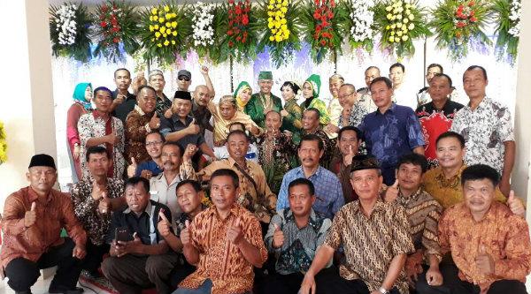 Para alumni Watu Kosek'83 pada acara resepsi pernikahan putri Iptu Paiman Kosek'83 di Asrama Polres Metro Bekasi Kota, Sabtu 13 Mei 2017.[YAN]